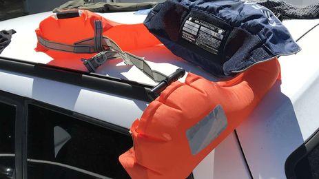 実際の落水事故で作動した膨張式ライフジャケット